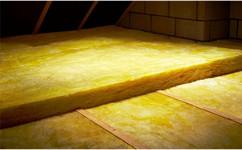 isover 150 mm rev tements modernes du toit. Black Bedroom Furniture Sets. Home Design Ideas